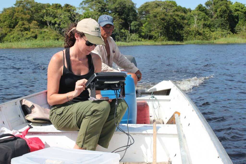 Tests with the side-scan sonar to record Amazonian manatees in Amanã Sustainable Development Reserve